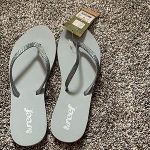 New never worn reef flip flops